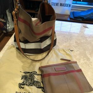 Burberry bucket bag , gentle used. Authentic!